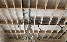 скрытая прокладка кабеля в деревянном доме
