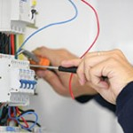 Помощь электрика на дому